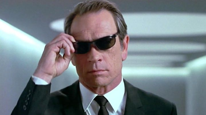 Sunglasses Ray-Ban Predator Kevin Brown / Agent K (Tommy Lee Jones) in Men in Black - Movie Outfits and Products