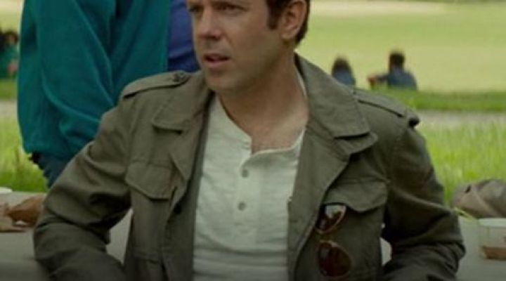 Sunglasses Ray-Ban in the pocket of Jake (Jason Sudeikis) in Never between Friends - Movie Outfits and Products