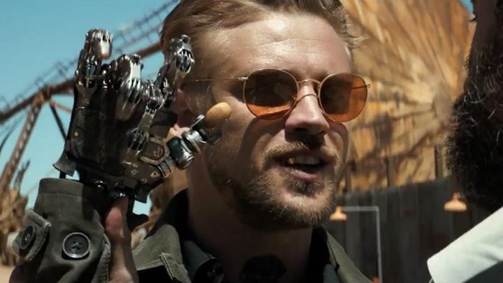 Sunglasses Ray-Ban of Donald Pierce (Boyd Holbrook) in Logan - Movie Outfits and Products