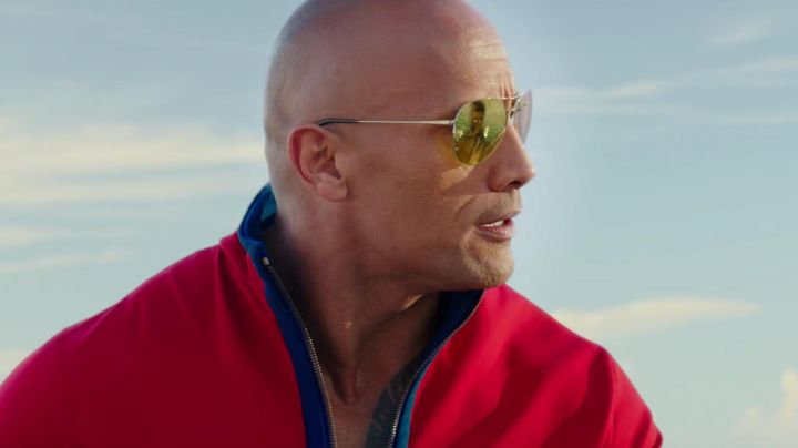 Sunglasses Ray-Ban of Mitch Buchannon (Dwayne Johnson) in Baywatch - Movie Outfits and Products