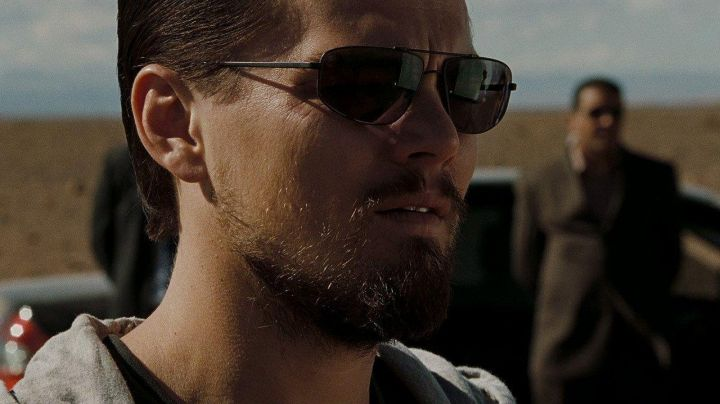 Sunglasses Ray-Ban of Roger Ferris (Leonardo DiCaprio) in the Lies of state - Movie Outfits and Products