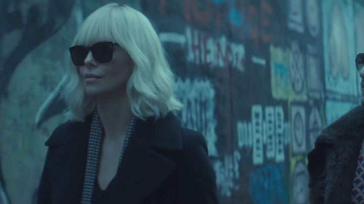 Fashion Trends 2021: Sunglasses Saint Laurent of Lorraine Broughton (Charlize Theron) in Atomic Blonde