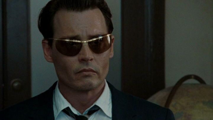 Sunglasses Sol Amor 2484 of Kemp (Johnny Depp) in The Rum Diary - Movie Outfits and Products