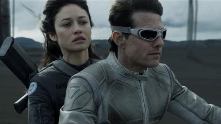 Sunglasses Wiley X Sg-1 captain Jack Harper (Tom Cruise) in Oblivion - Movie Outfits and Products