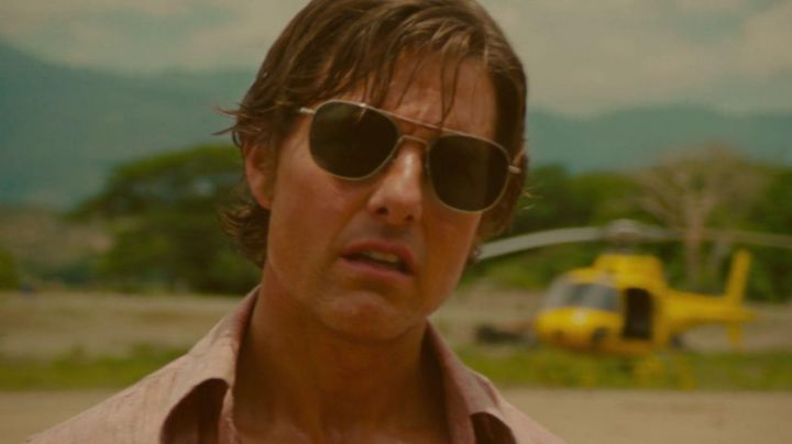 Sunglasses aviator AO Eyewear worn by Barry Seal (Tom Cruise) in Barry Seal - Movie Outfits and Products