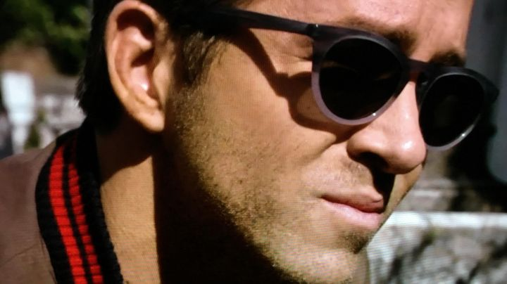 Sunglasses worn by Young Damian (Ryan Reynolds) as seen in Self/Less movie