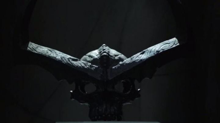 Surtur's crown silver  as seen in Thor: Ragnarok - Movie Outfits and Products