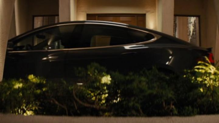 Tesla Model S of Harry Hart / Galahad (Colin Firth) as seen in Kingsman : The Secret Service - Movie Outfits and Products