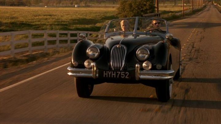 Fashion Trends 2021: The 1956 Jaguar XK-140 of Sebastian Valmont in Sexe Intentions