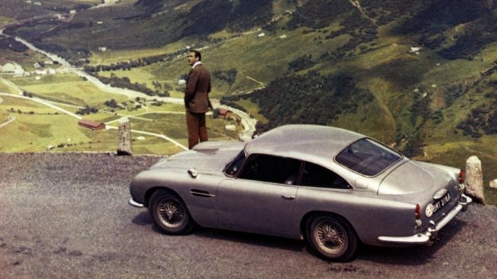 The 1963 Aston Martin DB5 of Sean Connery in Goldfinger - Movie Outfits and Products