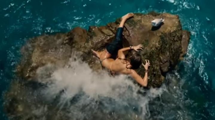 Fashion Trends 2021: The 2-piece bathing suit of Nancy Adams (Blake Lively) in The Shallows (Instinct of survival)