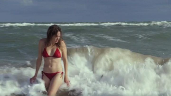 The 2-piece bathing suit red Ana Girardot in The beautiful world