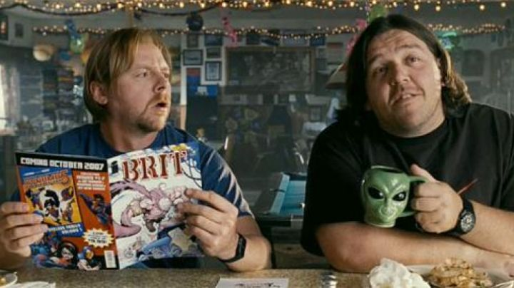 The Alien Mug hold by Nick Frost in Paul - Movie Outfits and Products