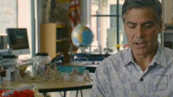 The Apple Aluminum iMac of George Clooney in The Descendants - Movie Outfits and Products