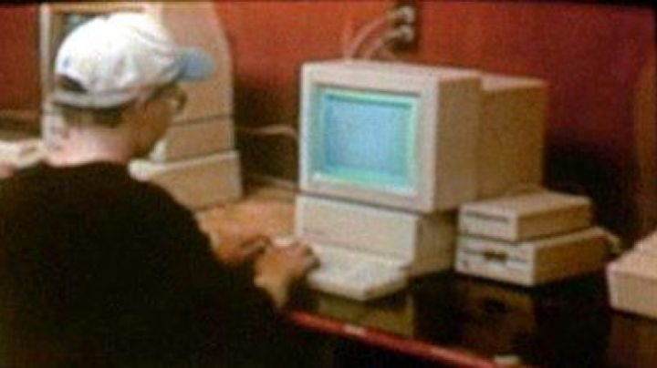 The Apple IIGS to the father of Morris in Camp Nowhere - Movie Outfits and Products