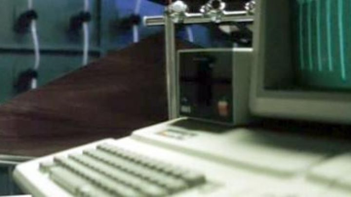 The Apple IIe seen in Mad Mission 3 for query King Kong - Movie Outfits and Products