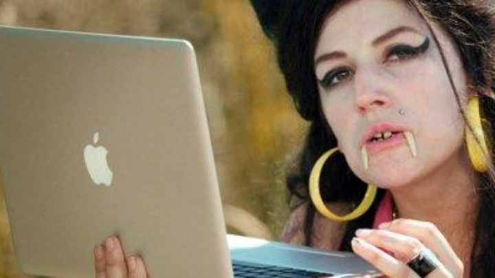 """The Apple Macbook Air""""Amy Winehouse"""" in Disaster Movie - Movie Outfits and Products"""