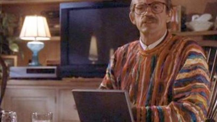The Apple Powerbook 180 Dennis Van Welker in Camp Nowhere - Movie Outfits and Products