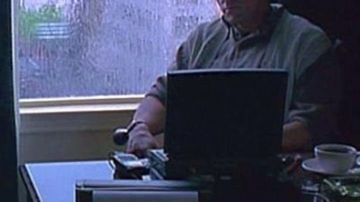 The Apple Powerbook 540c Robert Rath (Sylvester Stallone) in Assassins - Movie Outfits and Products