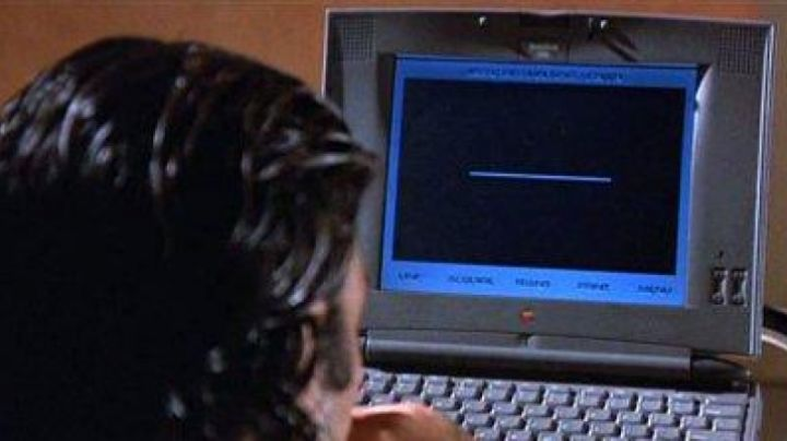 The Apple Powerbook 540c of Miguel Bain (Antonio Banderas) in Assassins - Movie Outfits and Products