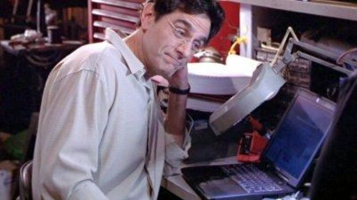 The Apple Powerbook G3 of the father of Zac in Top Chronos - Movie Outfits and Products