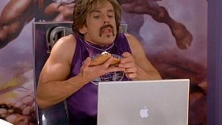 The Apple Powerbook G4 of White Goodman (Ben Stiller) in not Even wrong (Dodgeball) - Movie Outfits and Products