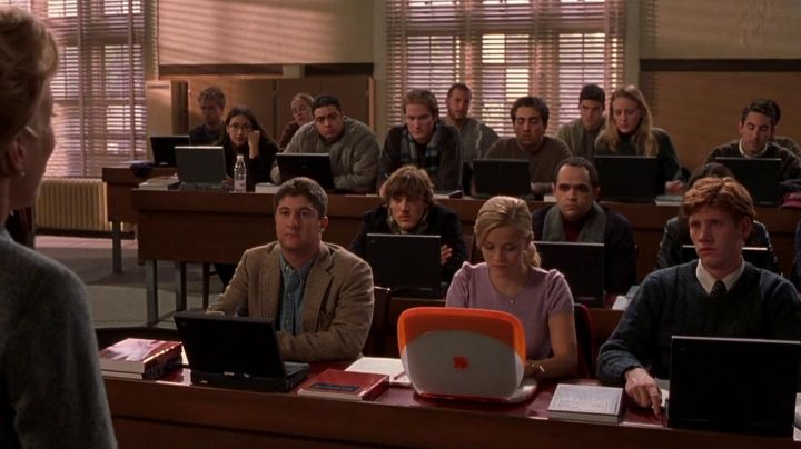 The Apple computer iBook orange used by Elle Woods (Reese Witherspoon) in legally blond movie