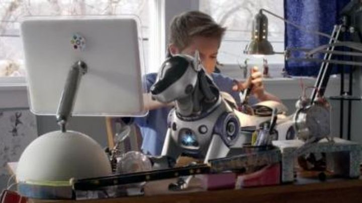 The Apple iMac G4 of James (Kalvin Stinger) in The the adventures of RoboRex - Movie Outfits and Products