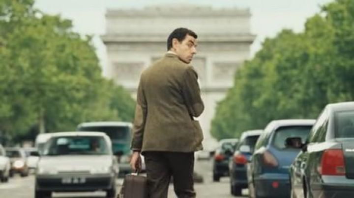 The Arc de Triomphe in The holidays of Mr Bean - Movie Outfits and Products
