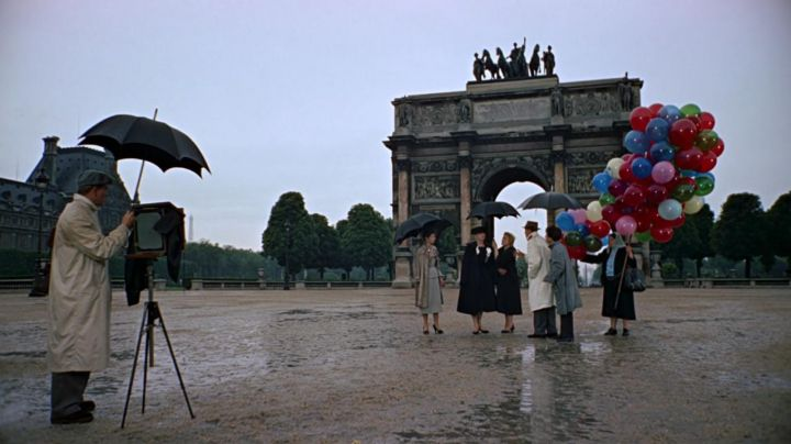 The Arc de Triomphe of Paris in the film Funny face - Movie Outfits and Products