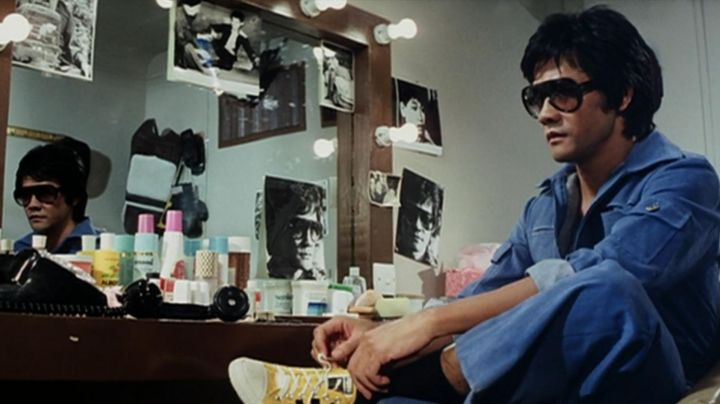 The Asics Onitsuka Tiger yellow Billy Lo (Kim Tai Chung) in The game of death - Movie Outfits and Products
