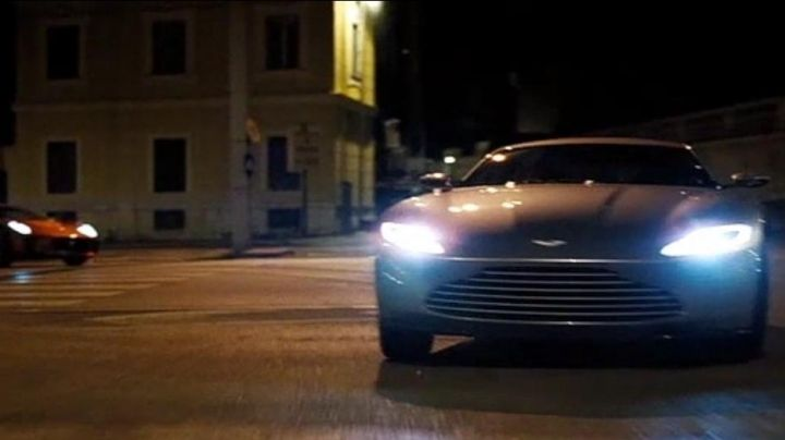 The Aston Martin DB 10 James Bond (Daniel Craig) in Spectrum - Movie Outfits and Products