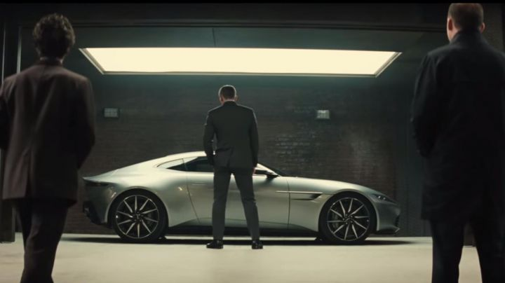 The Aston Martin DB10 of Daniel Craig in Spectre - Movie Outfits and Products