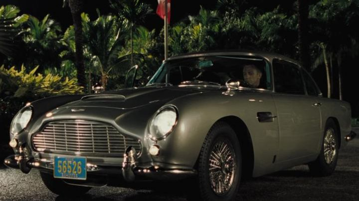 The Aston Martin DB5 of Daniel Craig in Casino Royale - Movie Outfits and Products