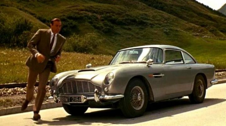 The Aston Martin DB5 of James Bond in Goldfinger - Movie Outfits and Products