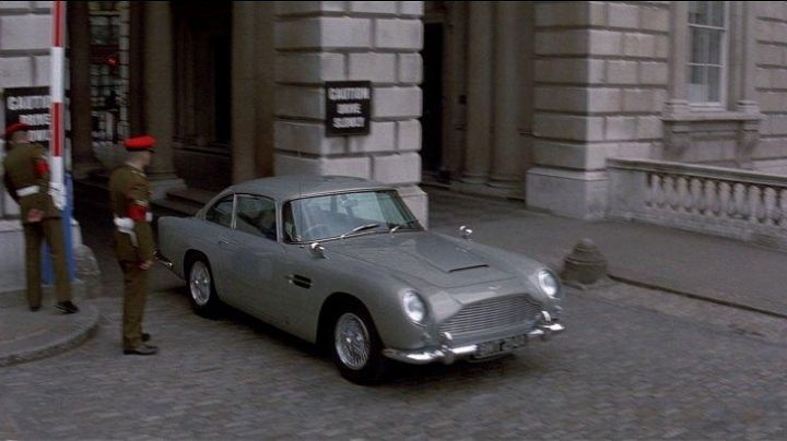 The Aston Martin DB5 of Pierce Brosnan in Tomorrow Never Dies - Movie Outfits and Products