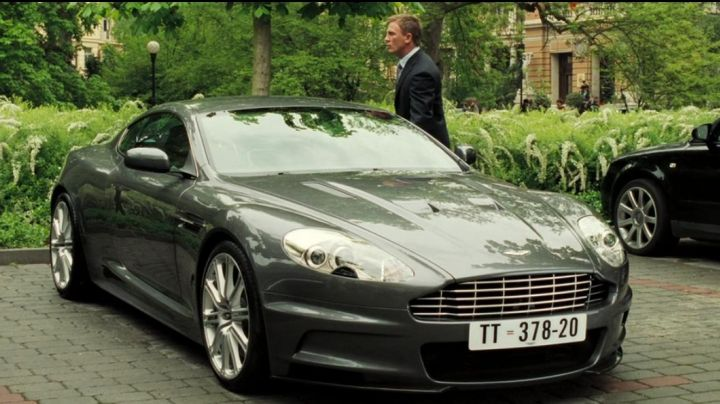 The Aston Martin DBS V12 of Daniel Craig in Casino Royale - Movie Outfits and Products