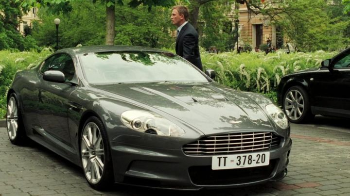 The Aston Martin DBS of James Bond in Casino Royale - Movie Outfits and Products