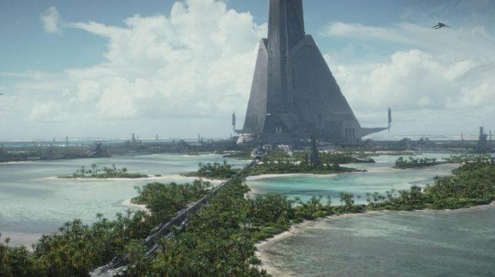 Fashion Trends 2021: The Atol of Laamu in the Maldives serving as a backdrop to the planet Scarif in Rogue One : A Star Wars Story
