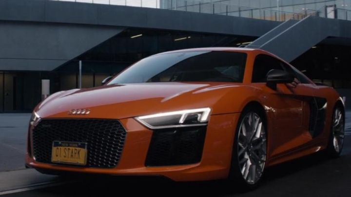 The Audi R8 Orange of Tony Stark (Robert Downey, Jr.) in Captain America : Civil War - Movie Outfits and Products