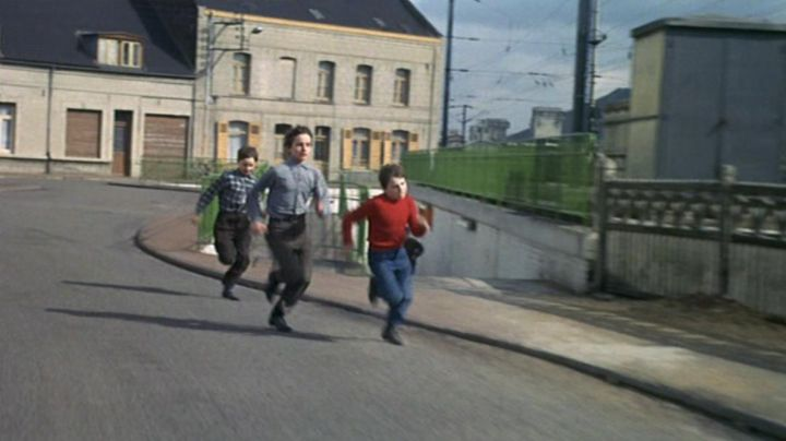 The Avenue of Shot already Hénin-Beaumont in the movie child nude - Movie Outfits and Products