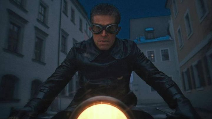 """The BMW motorcycle R-12 of Jopling (Willem Dafoe) in """" The Grand Budapest Hotel movie"""