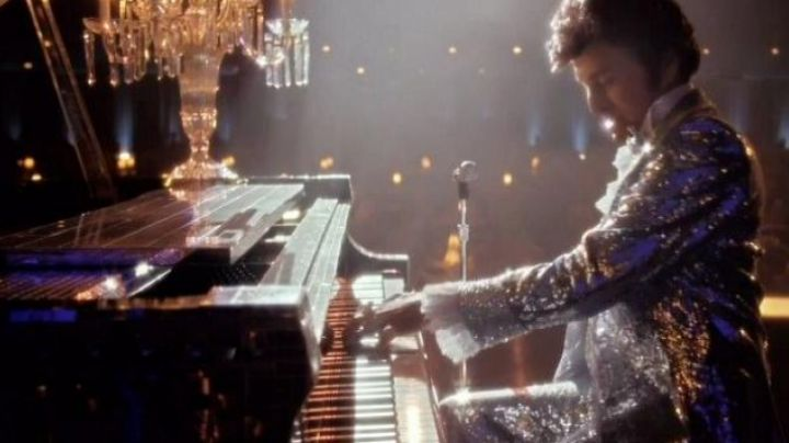 The Baldwin Grand Piano that Liberace (Michael Douglas) in My life with Liberace - Movie Outfits and Products