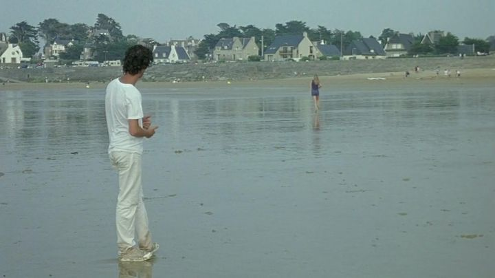 The Beach of Longchamp in Saint-Lunaire in Brittany in the film summer fairy Tale - Movie Outfits and Products
