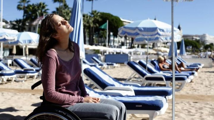 The Beach of the Seagull on the Croisette to Cannes, in the film rust and bone - Movie Outfits and Products