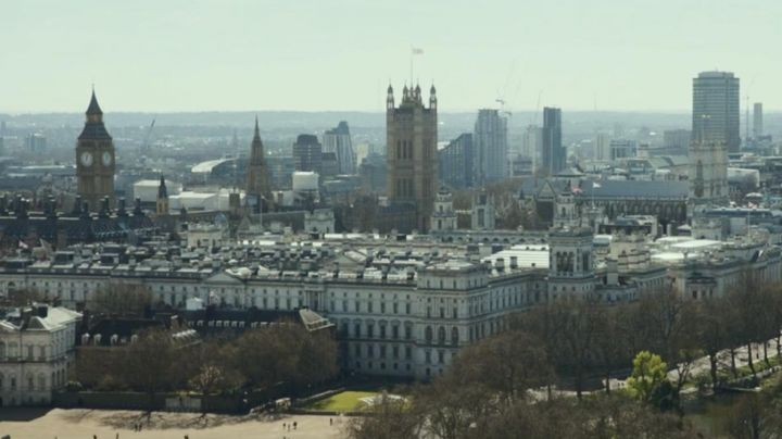 The Big Ben Clock in London, in Peter rabbit - Movie Outfits and Products
