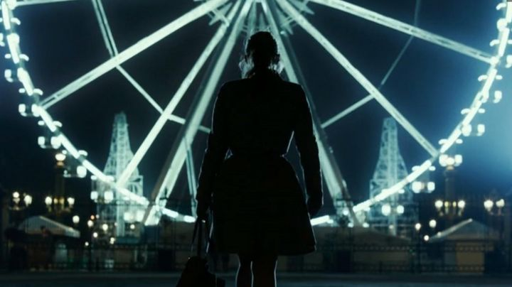 The Big Wheel Place de la Concorde in Josephine (Marilou Berry) - Movie Outfits and Products
