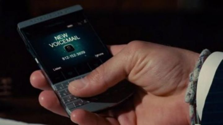 The BlackBerry Porsche Design seen in The Judge - Movie Outfits and Products