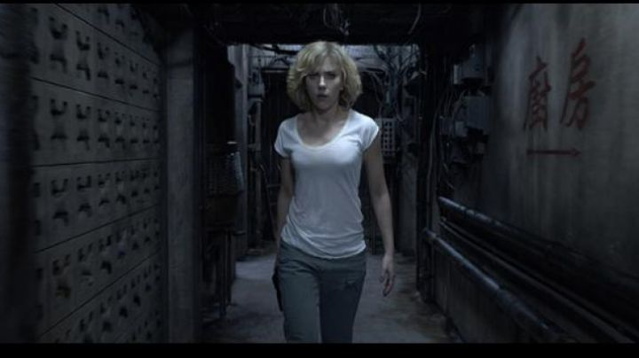 The Boyfriend jean worn by Scarlett Johansson in Lucy - Movie Outfits and Products