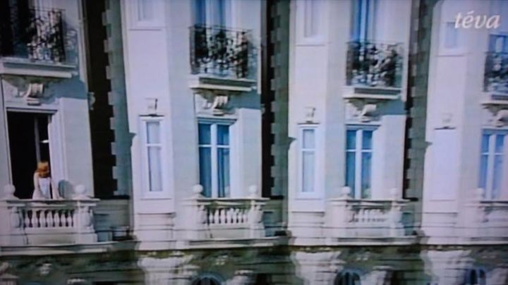 The Carlton Hotel in Cannes in Four-star (Isabelle Carré) - Movie Outfits and Products